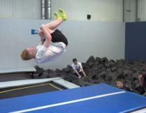 Więcej o Trening na trampolinie, relaks w kinie